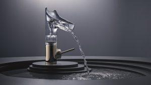 Diese Wasserarmatur von Hansgrohe inszeniert geradezu das Wasser.